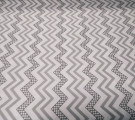 Бязь Ranforce светло-серый зигаг с горошками на белом фоне