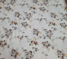 Сатин. Цветы на молочном фоне