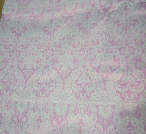 Бязь модная. Белый дамаск на розовом фоне